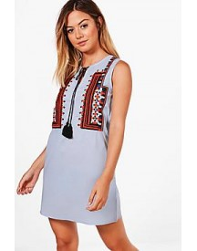 Petite Allie Sleeveless Embroidered Shift Dress afbeelding