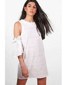 Poppy Lace Cold Shoulder Shift Dress afbeelding