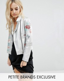 Glamorous Petite Metallic Faux Leather Biker Jacket With Floral Embroidery afbeelding