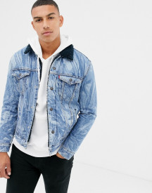 Levi's X Justin Timberlake Type 3 Leaves Print Denim Borg Trucker Jacket In Mid Wash afbeelding