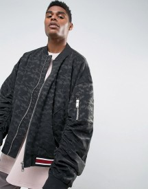 Mennace Oversized Bomber With Ruched Sleeve In Black Camo afbeelding