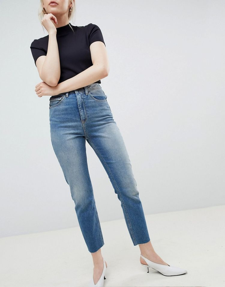 Image Asos Design Farleigh High Waist Slim Mom Jeans In Elliot Extreme Mid Wash With Sylvester Styling