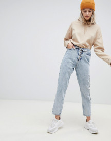 Asos Design Ritson Rigid Mom Jeans With Exposed Fly Detail And Fold Over Waist Band In Light Stone Wash afbeelding