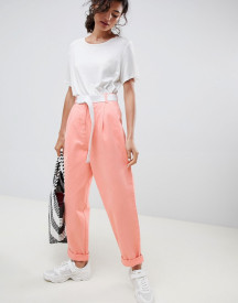 Asos Design Tapered Jeans With Curved Seams In Washed Neon With White Belt afbeelding