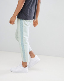 Bershka Slim Fit Cropped Jeans With Side Stripe In Light Wash afbeelding